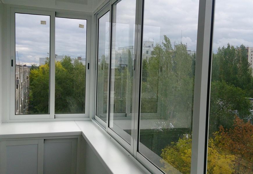 Балкон алюминиевый с выносом, оконная система Provedal. Шкаф с раздвижными дверцами.